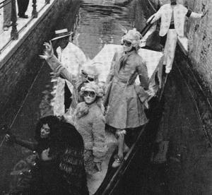 Leonor Fini, Stanislas Lepri et Jean Dessier au carnaval de Venise
