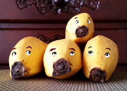 四匹のバナナ低