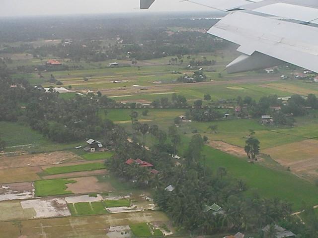 カンボジア飛行機窓1