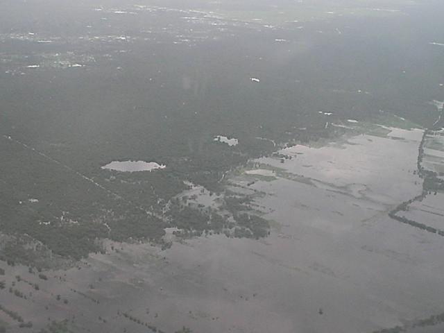 カンボジア飛行機窓2