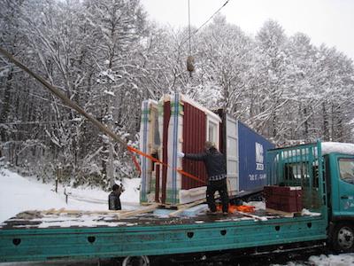 スウェーデン住宅の輸送