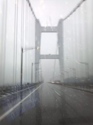 雨中の瀬戸大橋
