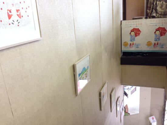 長倉書店「あめふりさんぽ」原画展 階段
