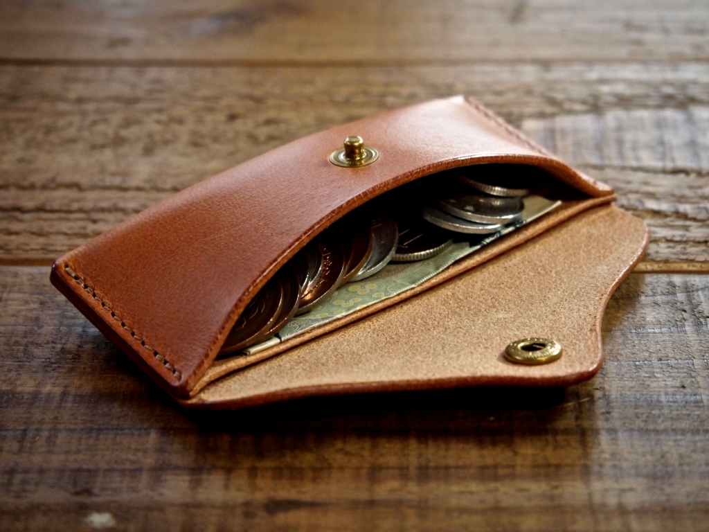 お札も入る革製コインケース