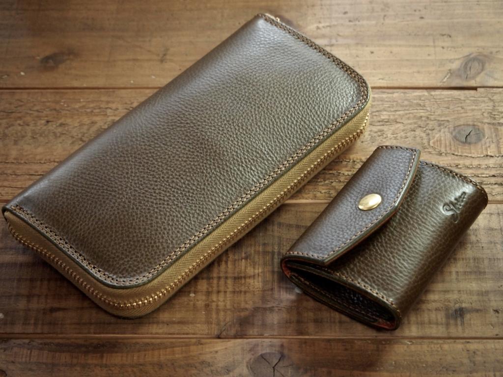 シボ革のファスナー財布