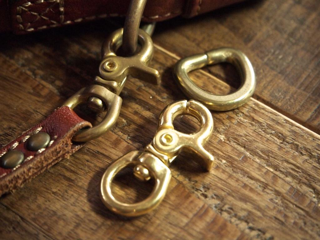 革に合わせる真鍮金具