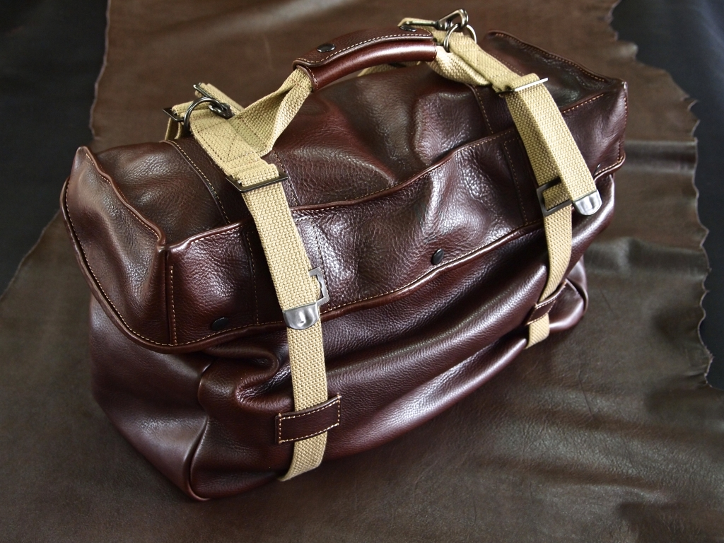 アリゾナ革のミリタリーバッグ