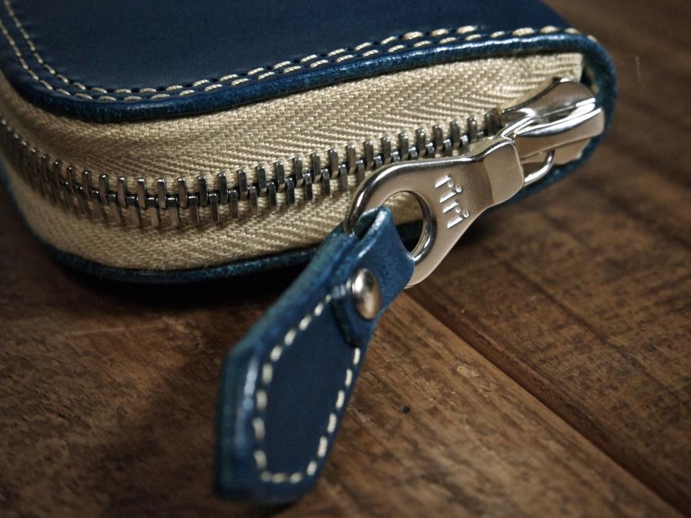 ririファスナー付き革のペンケース