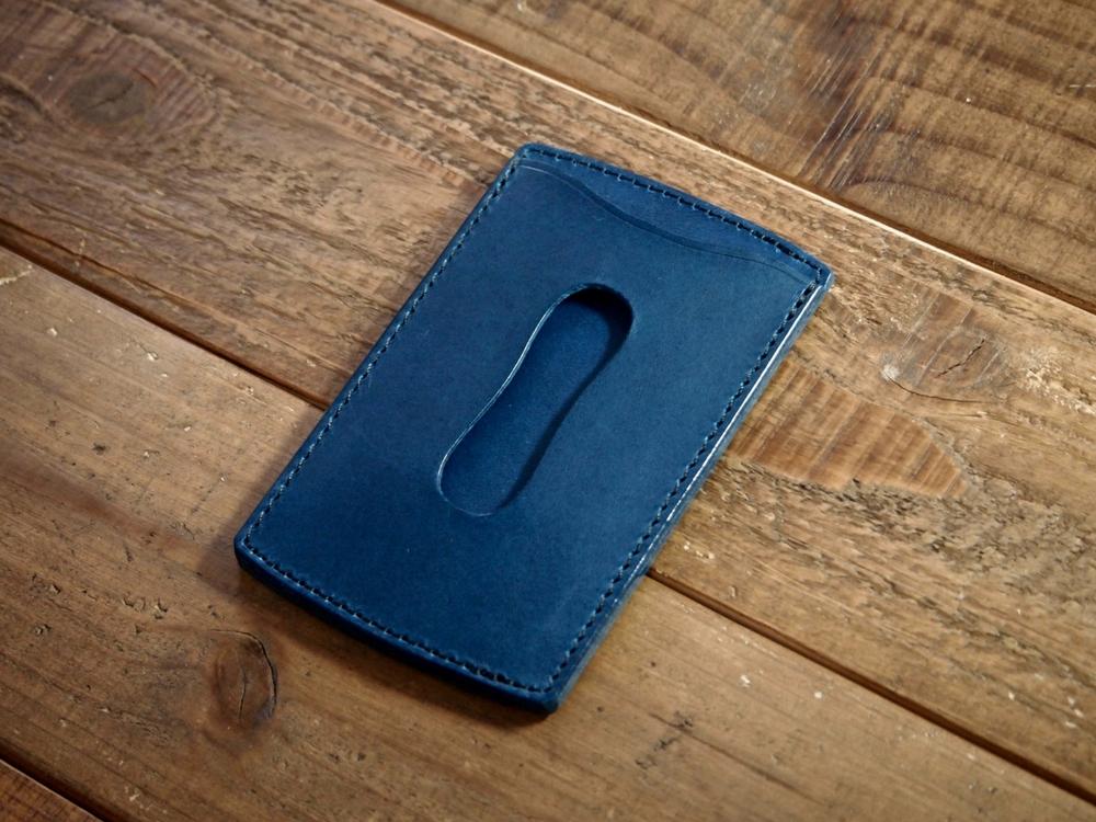 青いブッテーロのパスケース