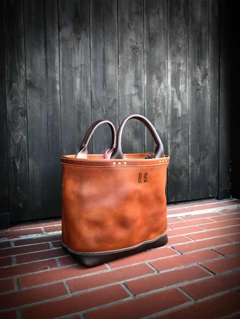 革のトートバッグ(ミリタリートート)