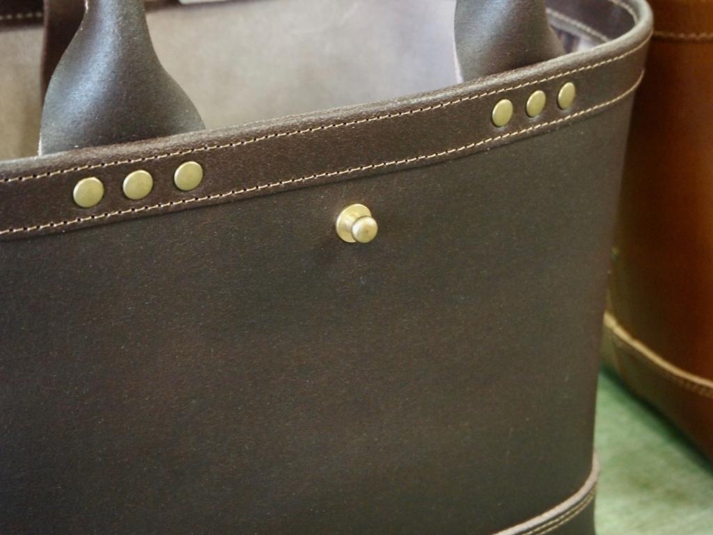 ハンドメイドの革のトートバッグ
