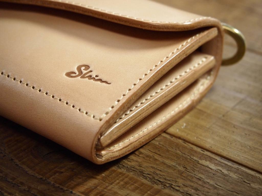 ヌメ革の長財布フラップウォレット