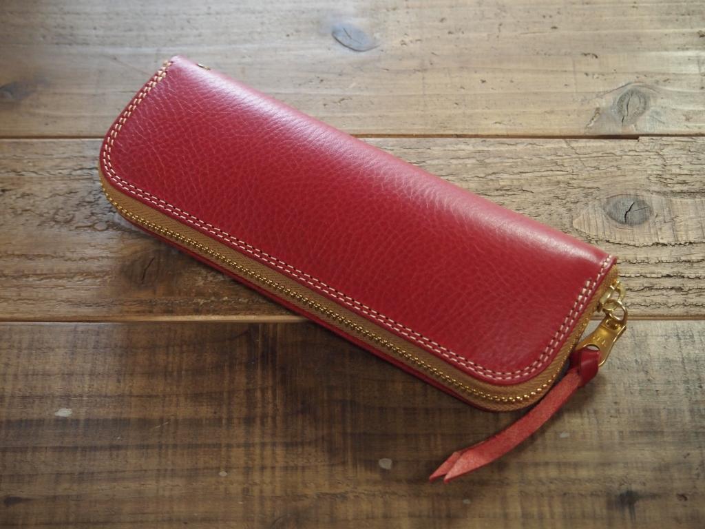 赤い革のペンケース