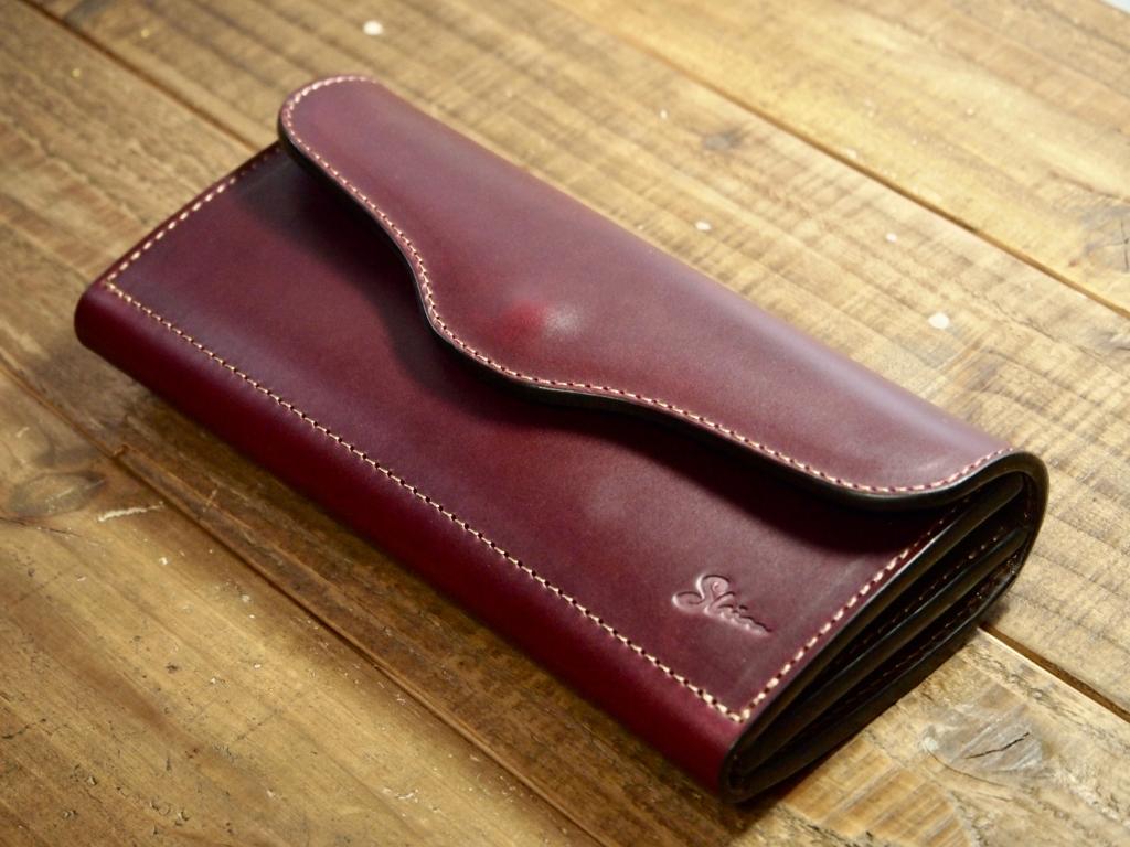 クロムエクセル(バーガンディ)のフラップウォレット(長財布)