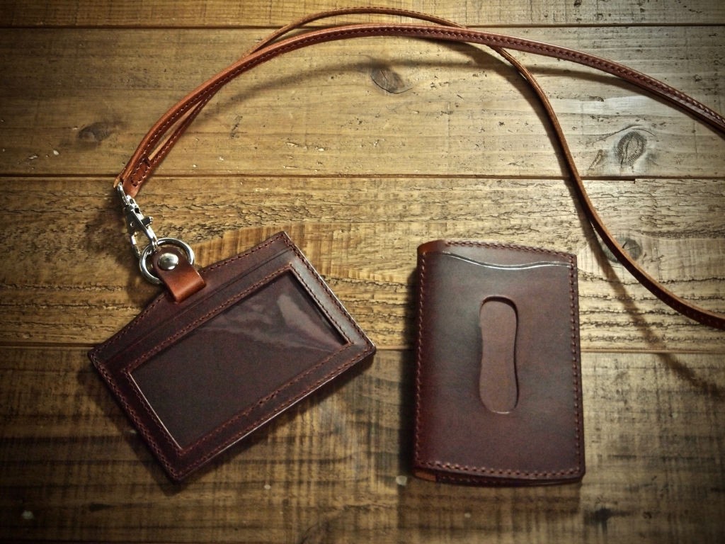 マレンマのパスケースとIDカードホルダー