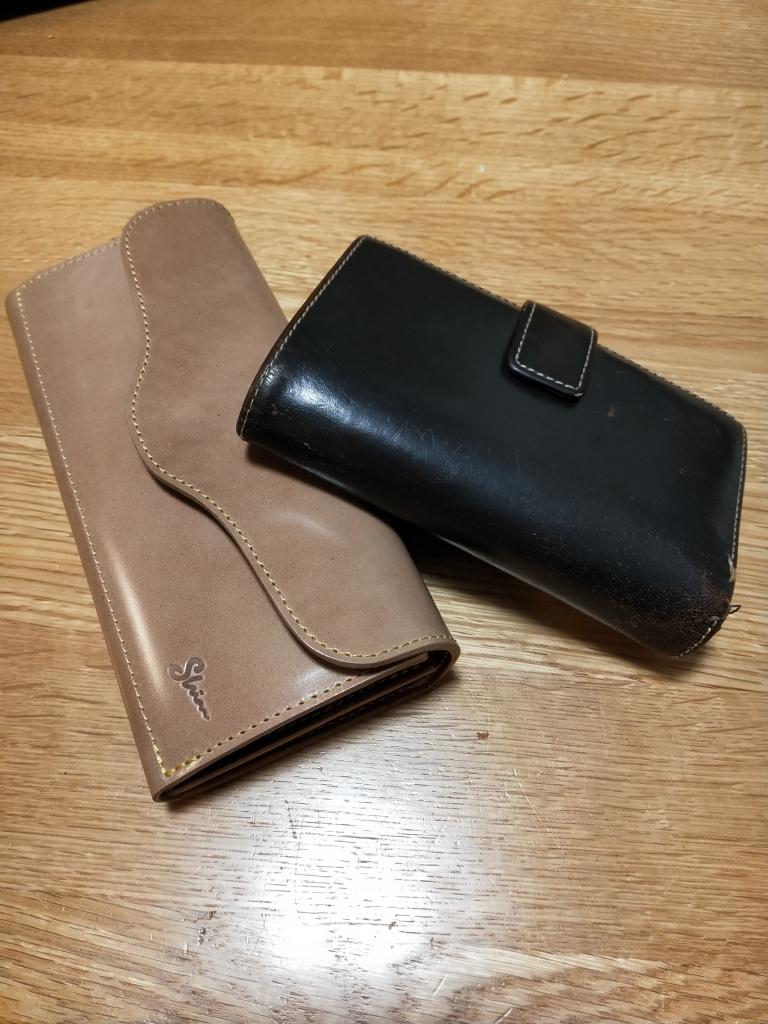 コードバン(ナチュラル)の財布(フラップウォレット)とA2ジャケット