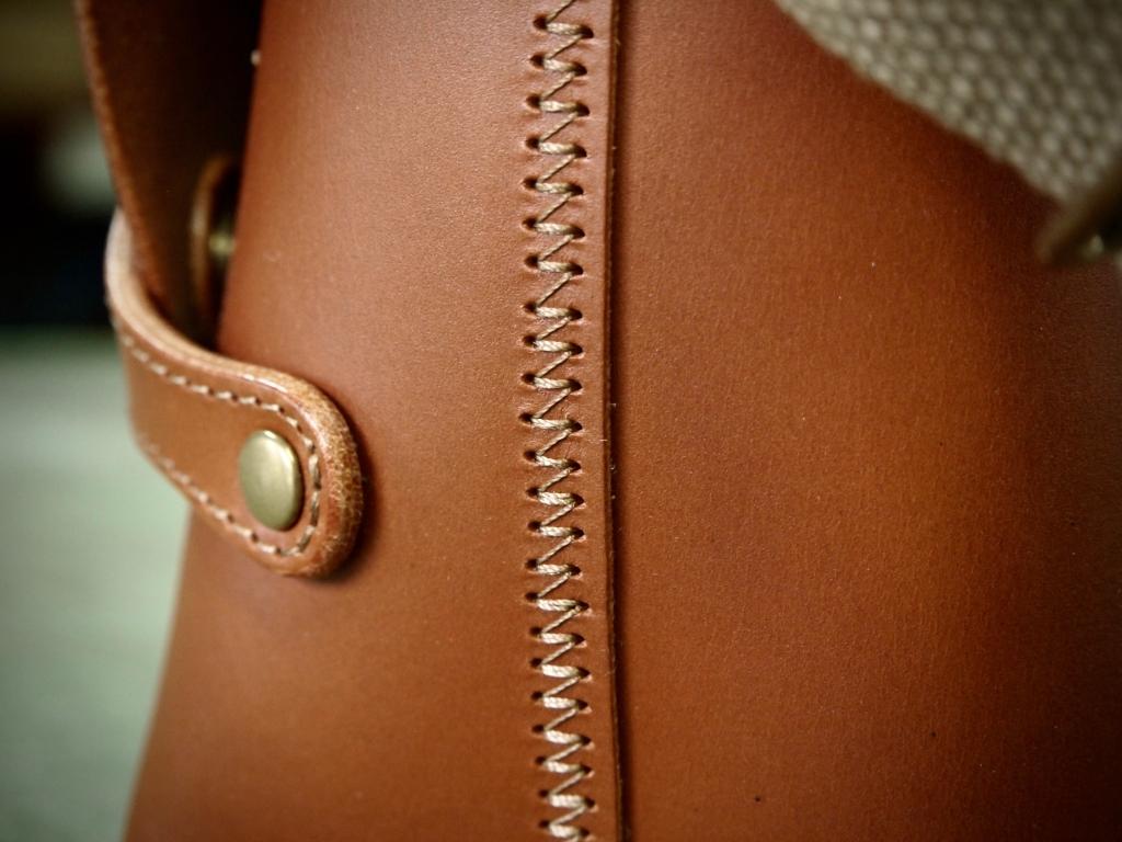 コンパクトな(小さい)革のショルダーバッグ
