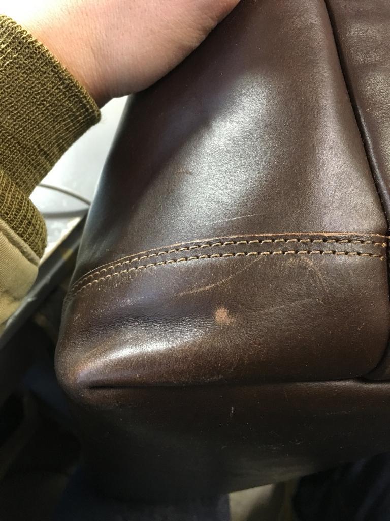 革の傷の補修(補色)