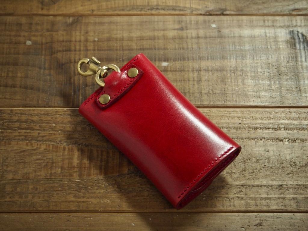 赤いプルアップレザーのキーケース