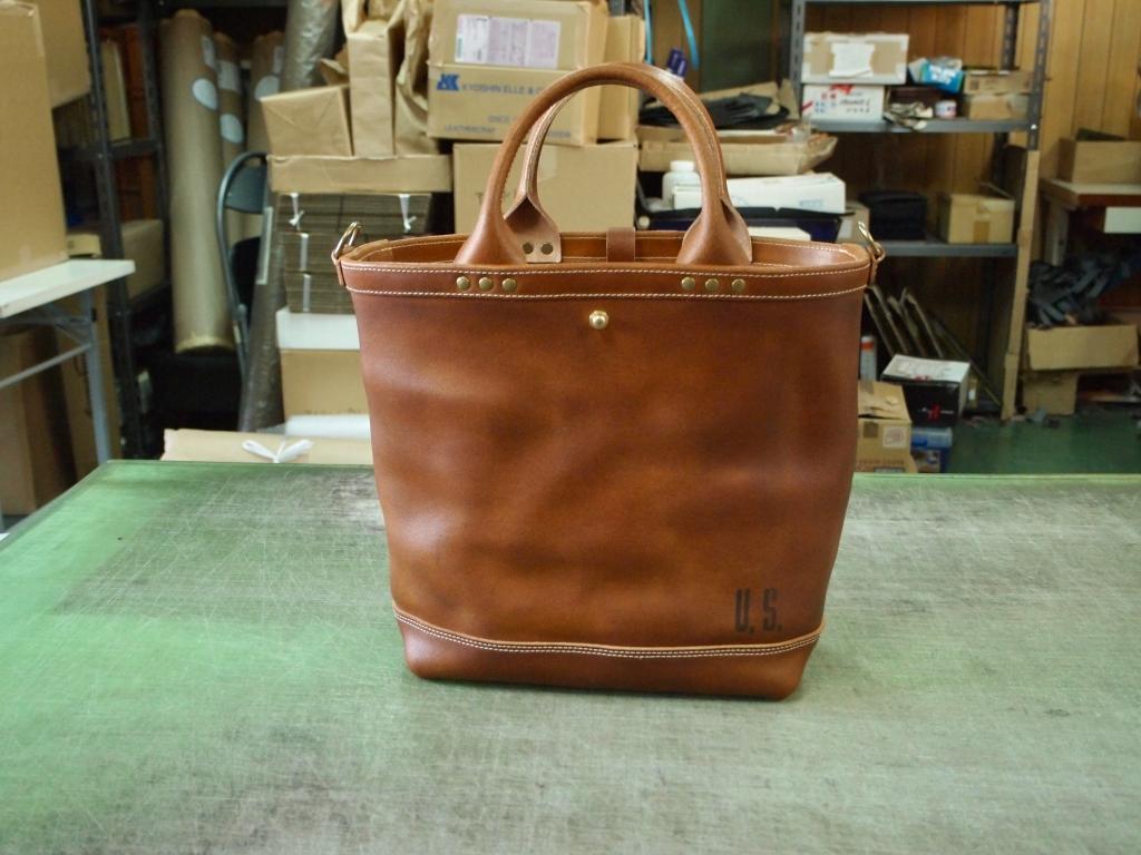 丈夫な革のトートバッグ(ミリタリートート)