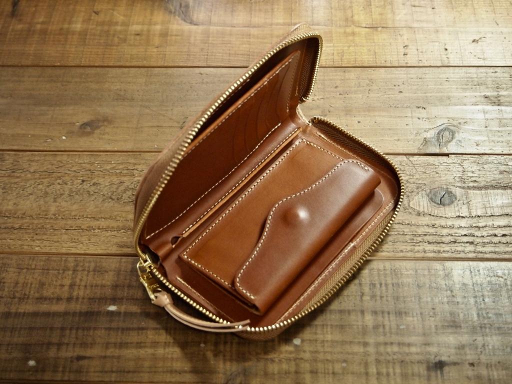 ヌメ革の財布(ミドルウォレット)