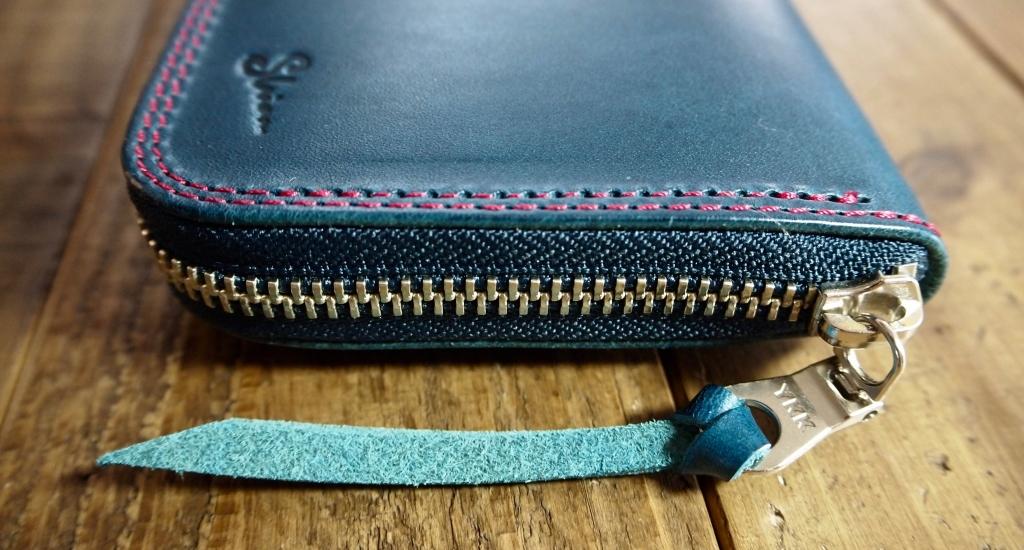 青い革(ブッテーロ)の長財布/ラウンドファスナーウォレット