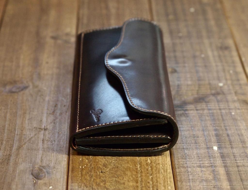 シェルコードバンの長財布