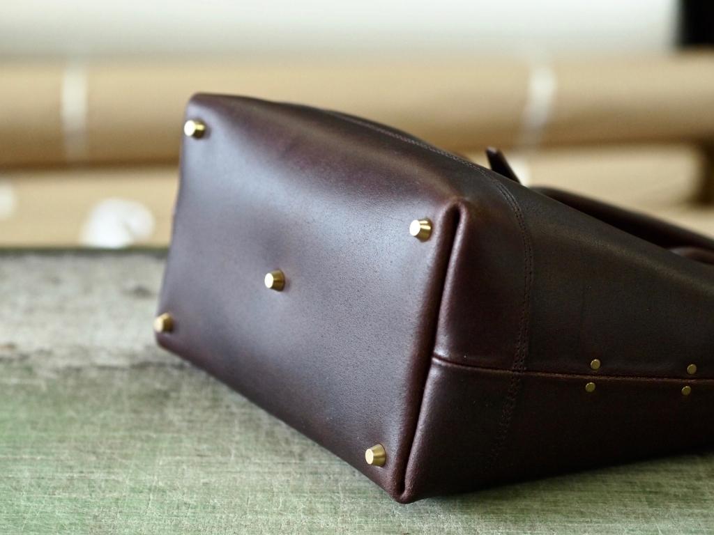 焦げ茶の革トートバッグ