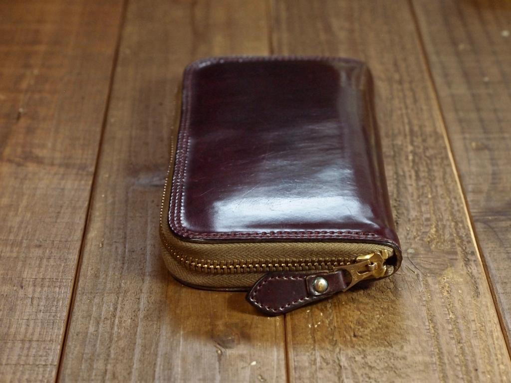 シェルコードバン(バーガンディ)の財布のエイジング