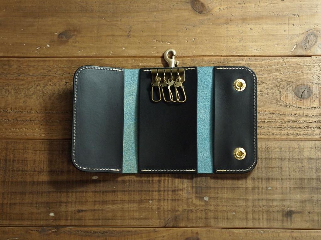 青い革(ブッテーロ)のキーケース