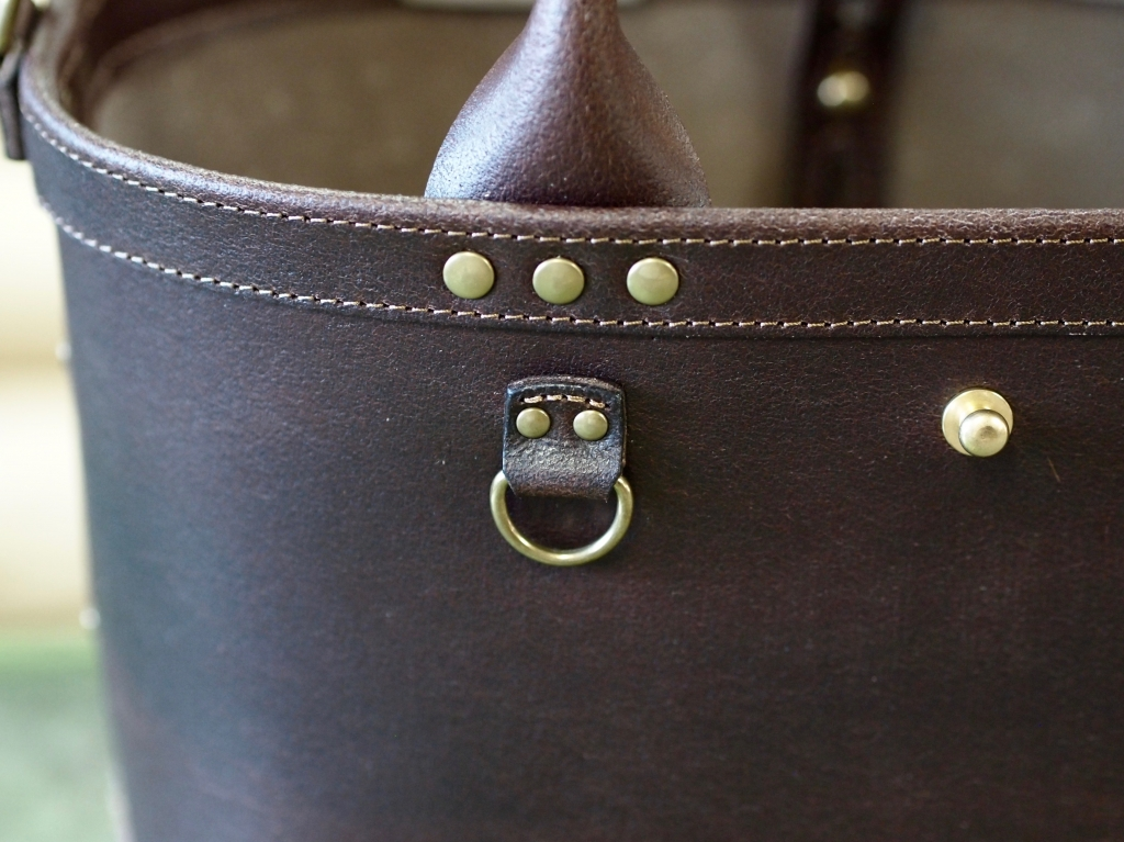 丈夫な革のトートバッグ(ミリタリートートとミニトート)
