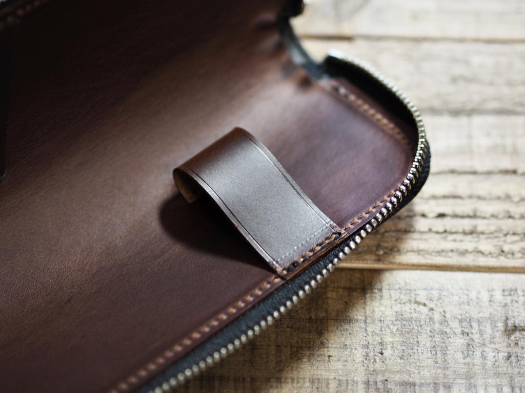 黒い革(ブッテーロ)のペンケース