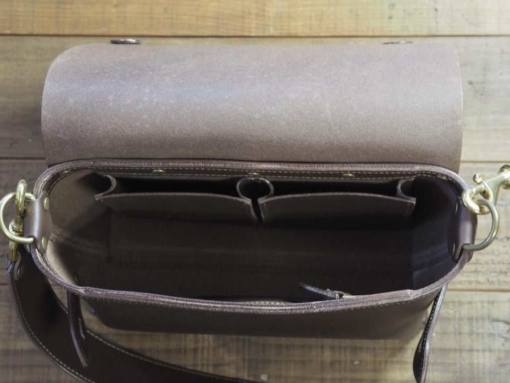 コンパクトなショルダーバッグ