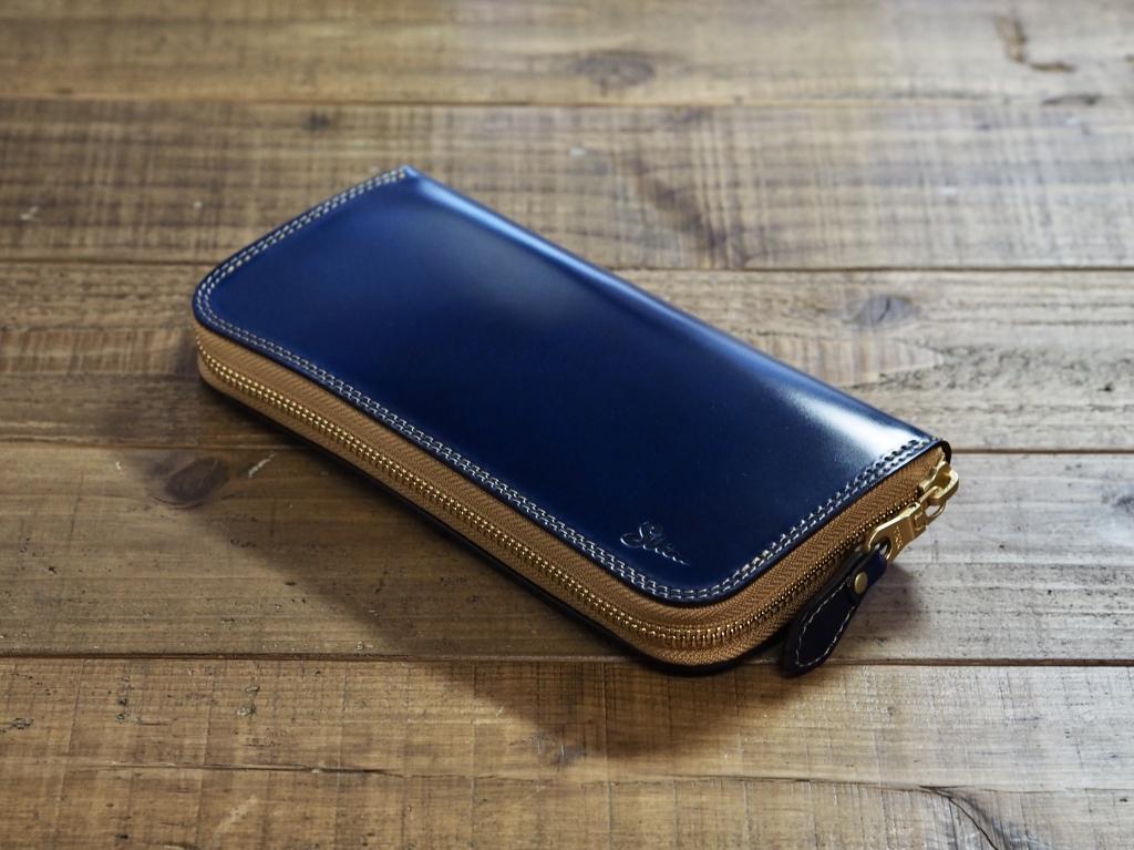 青いコードバンの革財布