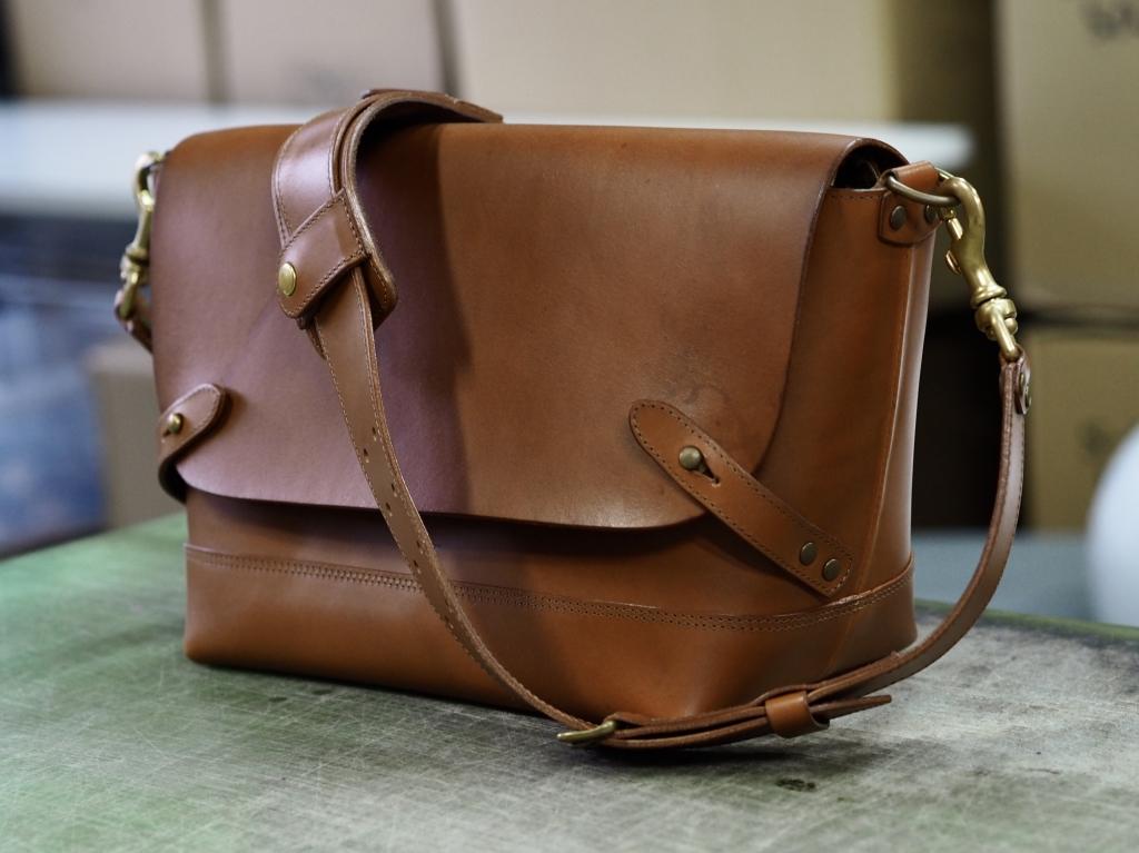 革のショルダーバッグ