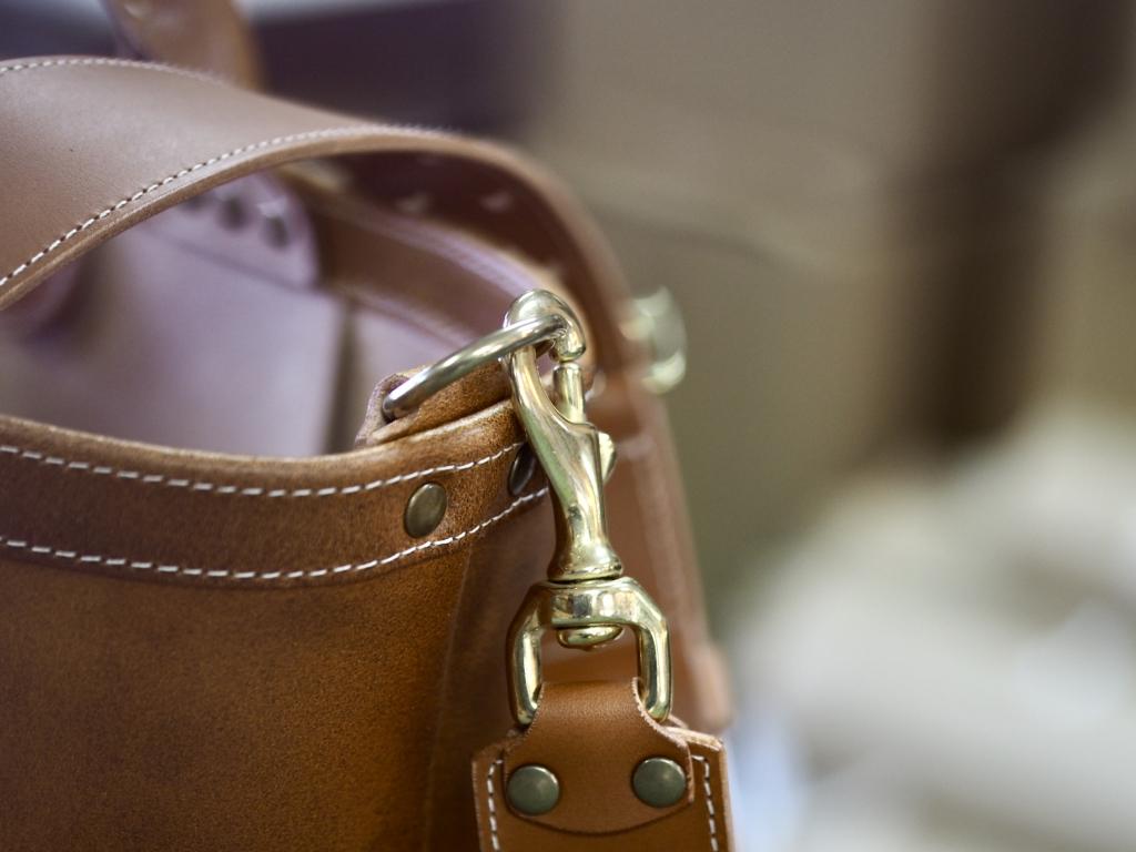 革のトートバッグ「ミリタリートート」