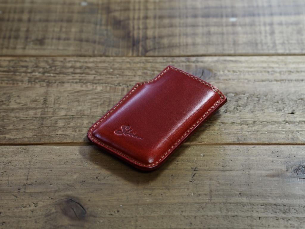 赤い革のミンティアケース