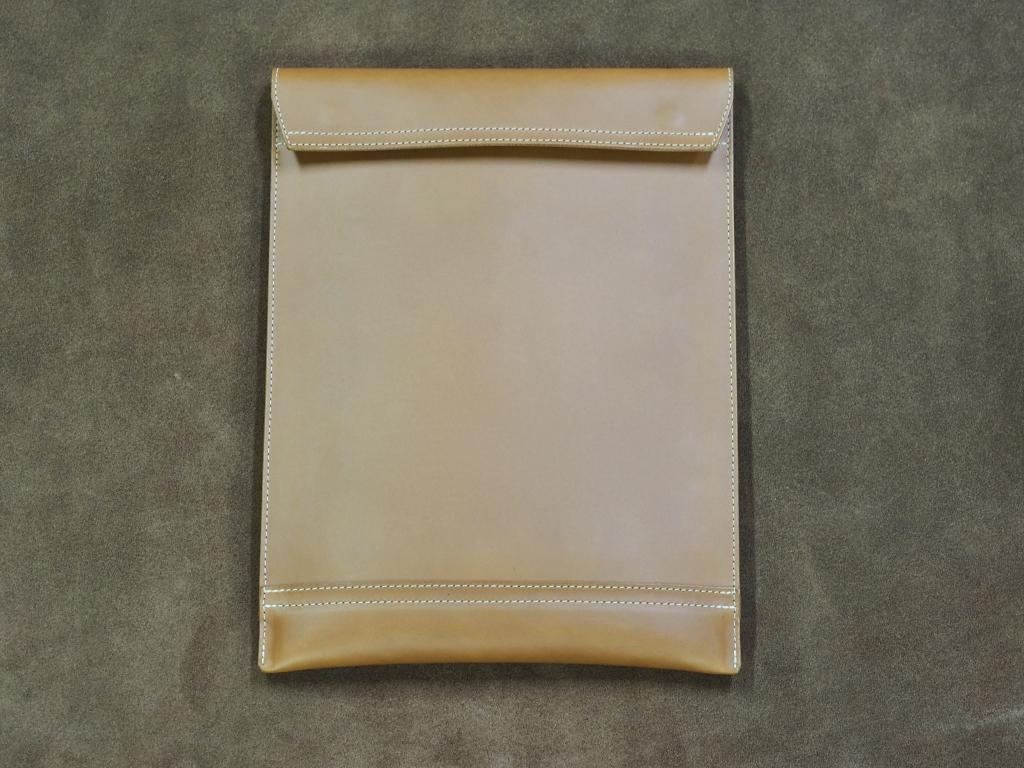 革のミリタリークラッチバッグ