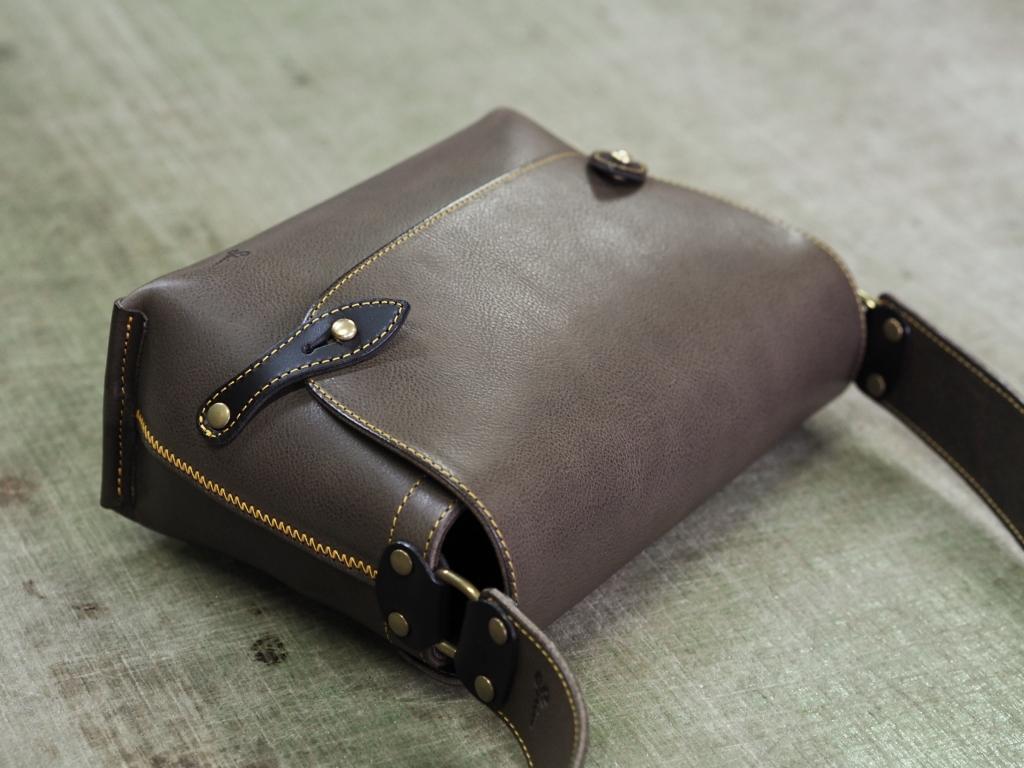 ミネルバボックス(グリージオ)のレザーショルダーバッグ