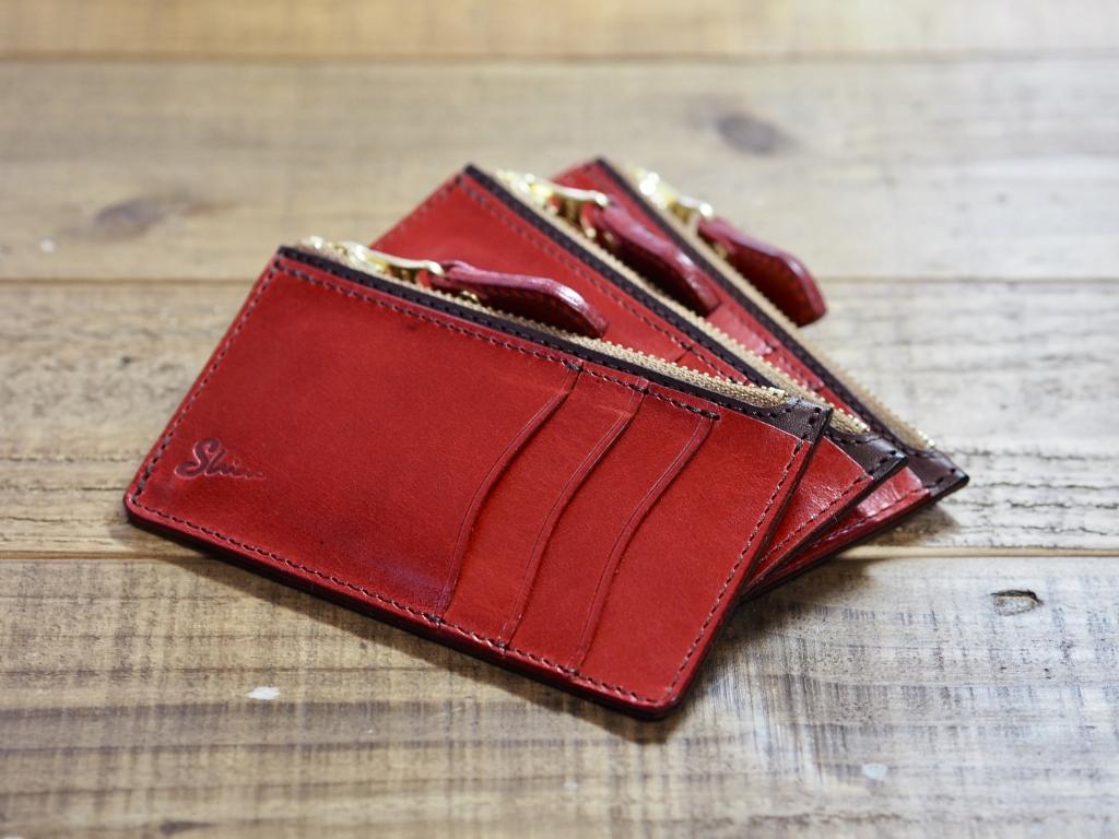 赤い革のコンパクトな革財布