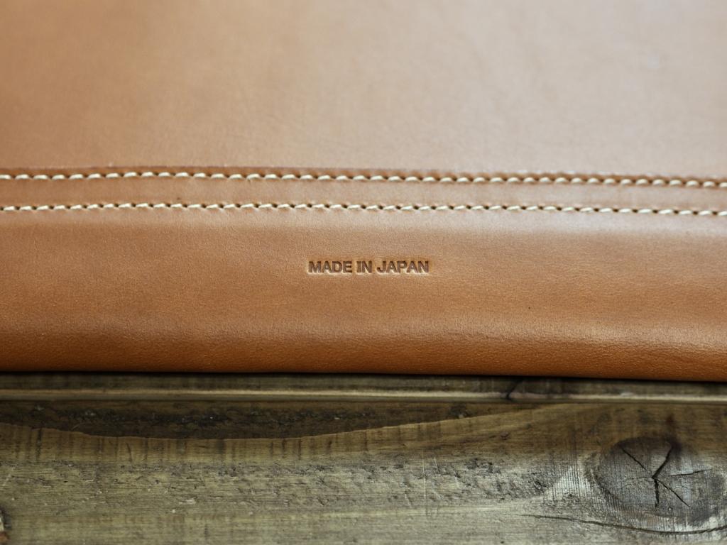 革のミリタリー封筒クラッチバッグ