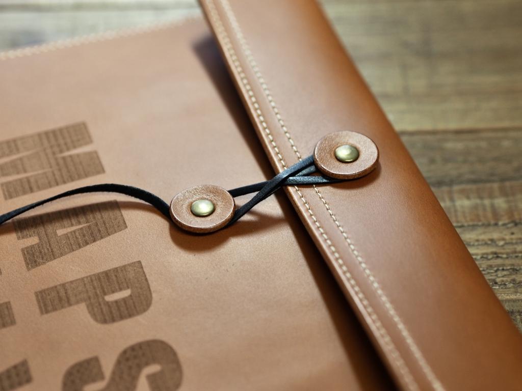 革のマニラ封筒クラッチバッグ
