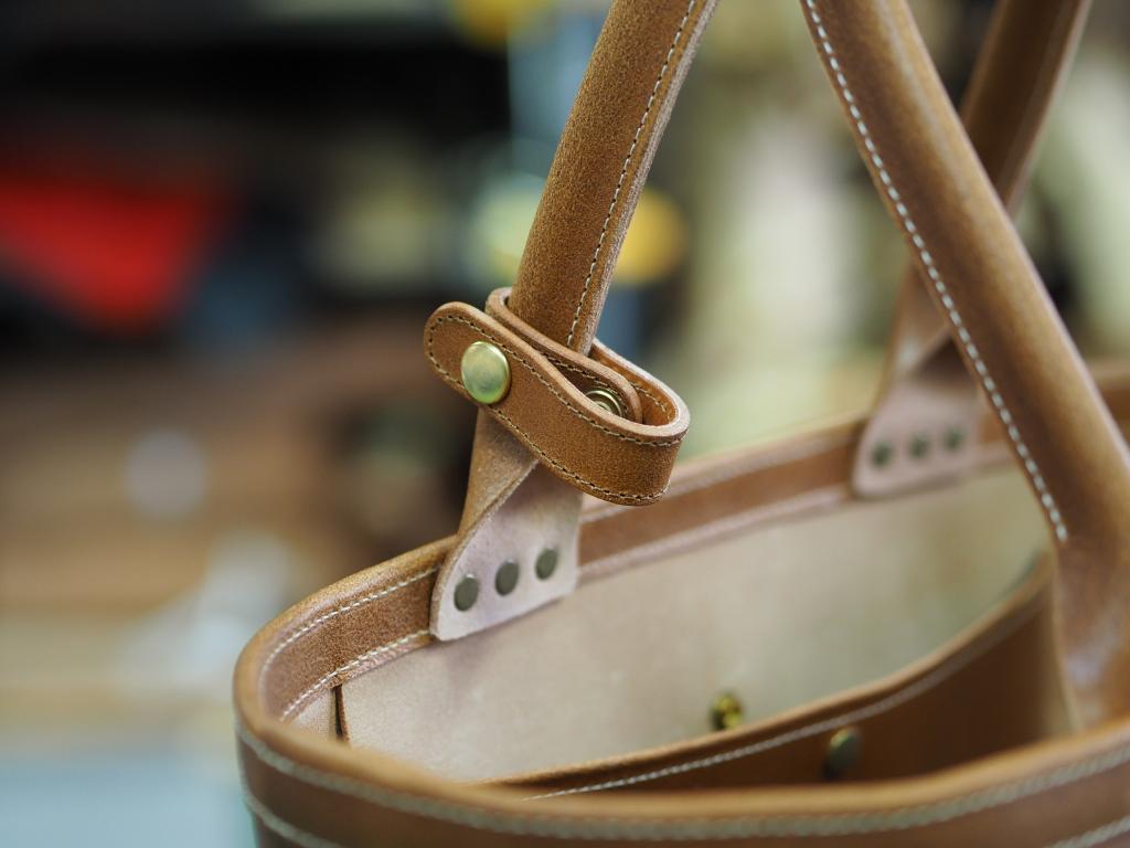 革のミリタリートートバッグ