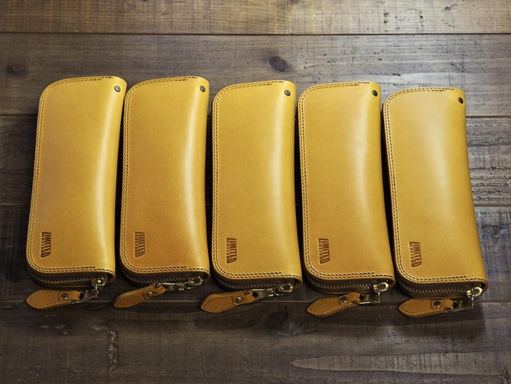 黄色い革のペンケース
