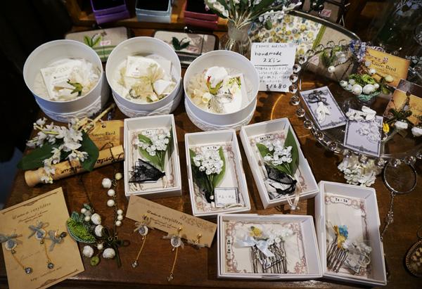 手作りのスズランのお花を使ったアクセサリーや、 スズランパーツを使ったアクセサリーもたくさん。