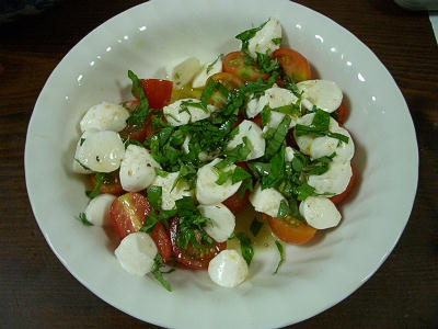 バジルとミニトマトのサラダ