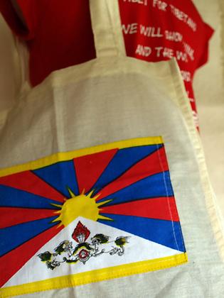 チベット国旗ブックトート&ランゼンTシャツ