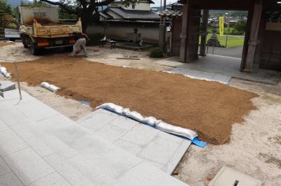 鉄板の下に砂を敷く.JPG