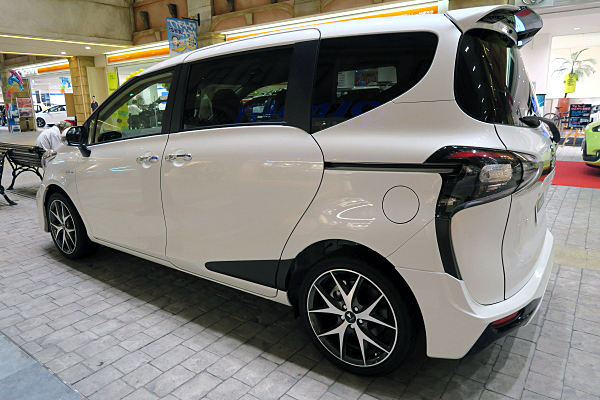 トヨタ シエンタ モデリスタ Toyota Sienta Modellista Car And Moto In