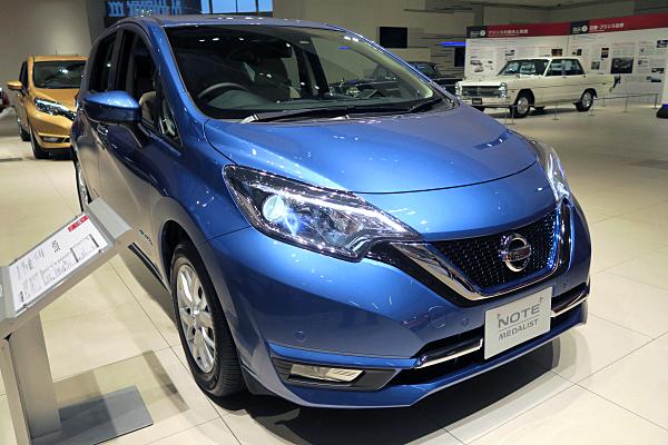 日産 ノート イー・パワー メダリスト : ブルー Nissan Note e-POWER MEDALIST ...